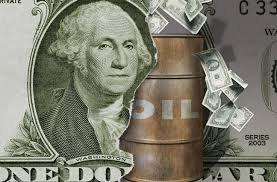 Нефть растет, однако ей грозит сильный доллар