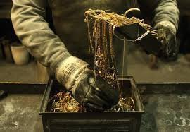 Золото берет курс на максимум с конца октября