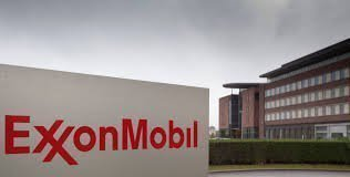 S&P cнизило рейтинг ExxonMobil с AAA, впервые  с 1930