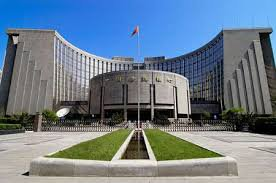 Китай будет мириться с ослаблением юаня, боясь реакции торговых партнеров