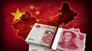 Через год после рекордной девальвации, юань продолжает падать