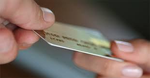 Банки раздают кредитные карты, как в 2008