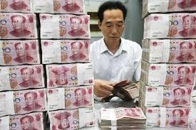 Пекин ведет опасную игру, поддерживая юань