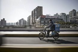 Глава службы доставки стал одним из самых богатых людей Китая