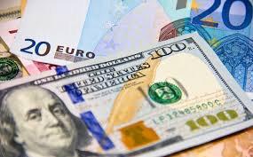 Доллар США немного укрепился в ожидании повышения ставки ФРС