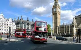 Великобритания зарегистрировала первый профицит бюджета с 2002 года