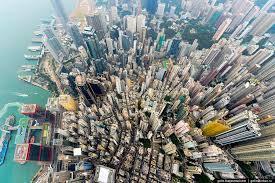 Гонконг становится слишком дорогим для сотрудников банков