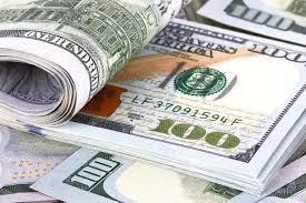 Доллар зарегистрировал первый месячный прирост с февраля