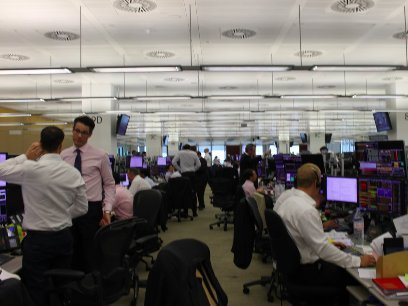 JPMorgan получает прибыль, несмотря на спад в торговом подразделении