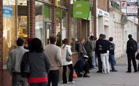Безработица в Великобритании снова снизилась