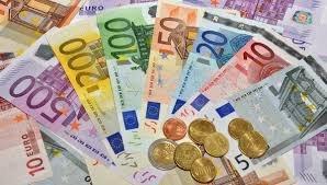 Евро держится на 2-месячных максимумах