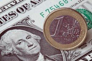 Евро просел против доллара