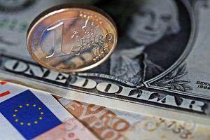 Доллар слабеет, а акции растут