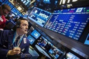 Фондовый рынок потерял $2.5 трлн