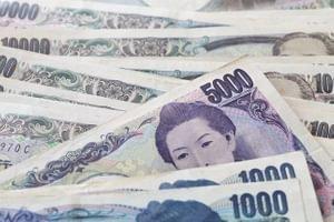 Иена игнорирует попытки Японии ограничить ее рост
