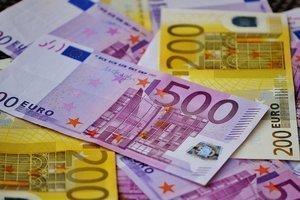 Евро продолжает достигать потолка $1.25
