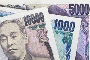 Иена укрепляется, доллар слабеет