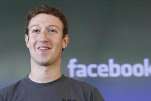 Цукерберг удачно продал акции Facebook до спада в понедельник
