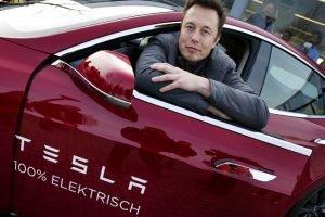 Tesla отозвала 123,000 автомобилей Model S