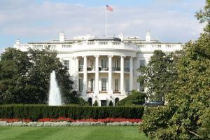 Даже Белый дом рекомендует покупать на снижении