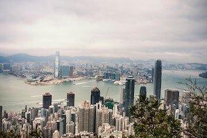 Самый популярный ETF Гонконга ставит против всего рынка