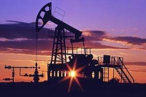 Нефть держится на 3-летнем максимуме, из-за обеспокоенности санкциями против Венесуэлы