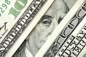 Доллар не падает против иены