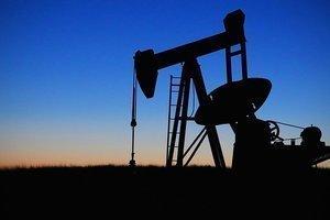 Нефть просела из-за роста запасов