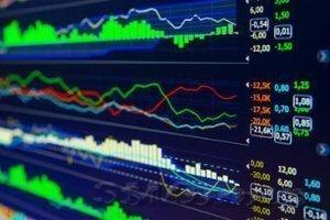 Европейские акции выросли, так как лира стабилизировалась