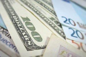 Восстановлению пары евро-доллар не помешает торговая война