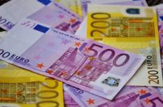Евро дешевеет на фоне победы сторонников независимости Каталонии на выборах