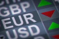 Фунт остается без изменений против евро